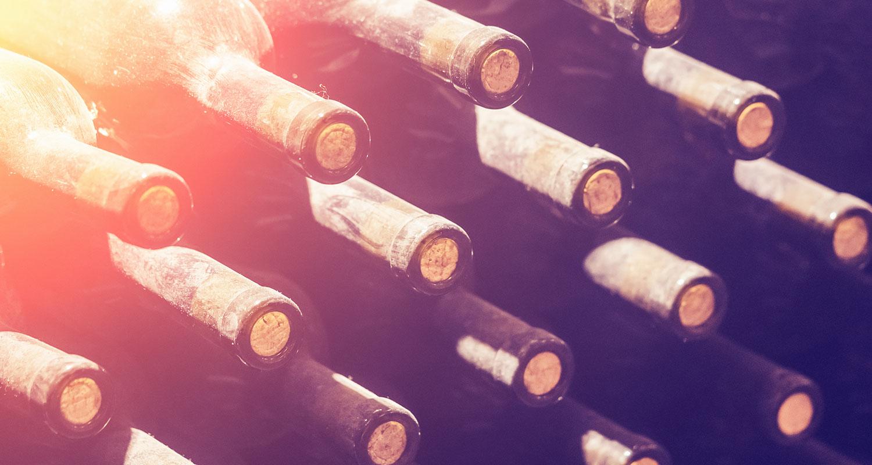 Warum soll ich Wein liegend lagern