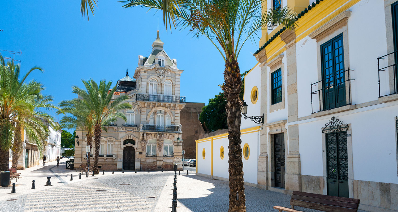 Faro ist eine Stadt in der Algrave im Weinland Portugal