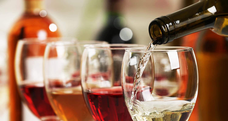 Auch alkoholfreie Weine bieten Vielfalt! Weiß, Rot, Rosé sowie Schaumwein sind hier verfügbar.