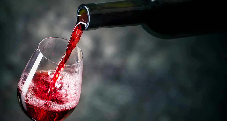 Oxidation macht den Wein leicht bräunlich